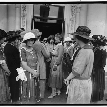 Phi Mu members with Mrs. Florence Harding