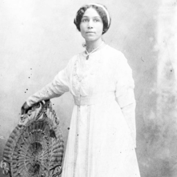 Anne Spencer in her wedding dress, 1901. Source: Wikimedia. Public Domain.